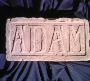 Ádám felirat