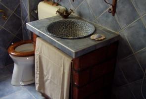 Fürdőszoba bontott téglával