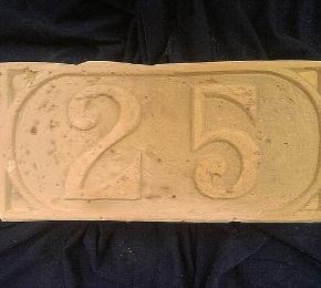 25-ös házszám