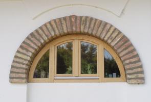 Bontott tégla ablakkeret