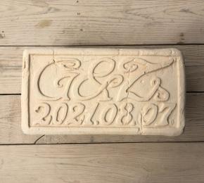 faragott tégla nászajándék teljes dátummal szögeletes kerettel