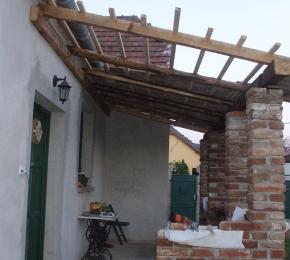 Mindjárt készen lesz a tető is