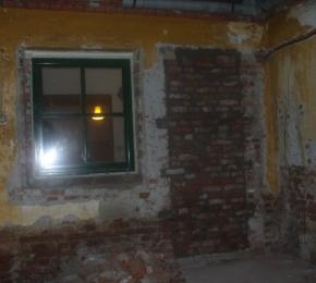 Befalazták a régi bejáratot